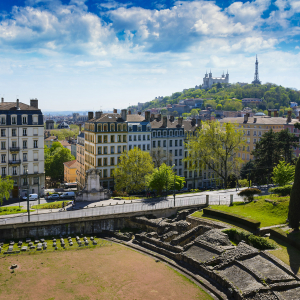 Amphitheater_and_Fourviere_basilica_at_Lyon_city_credit-gael-fontaine_1920